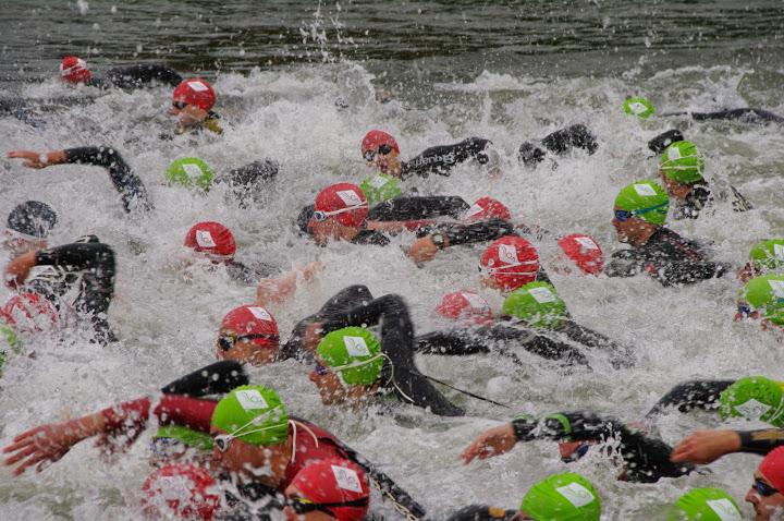 Abkühlung gefällig? Schwimmen ist Teil des Triathlons.