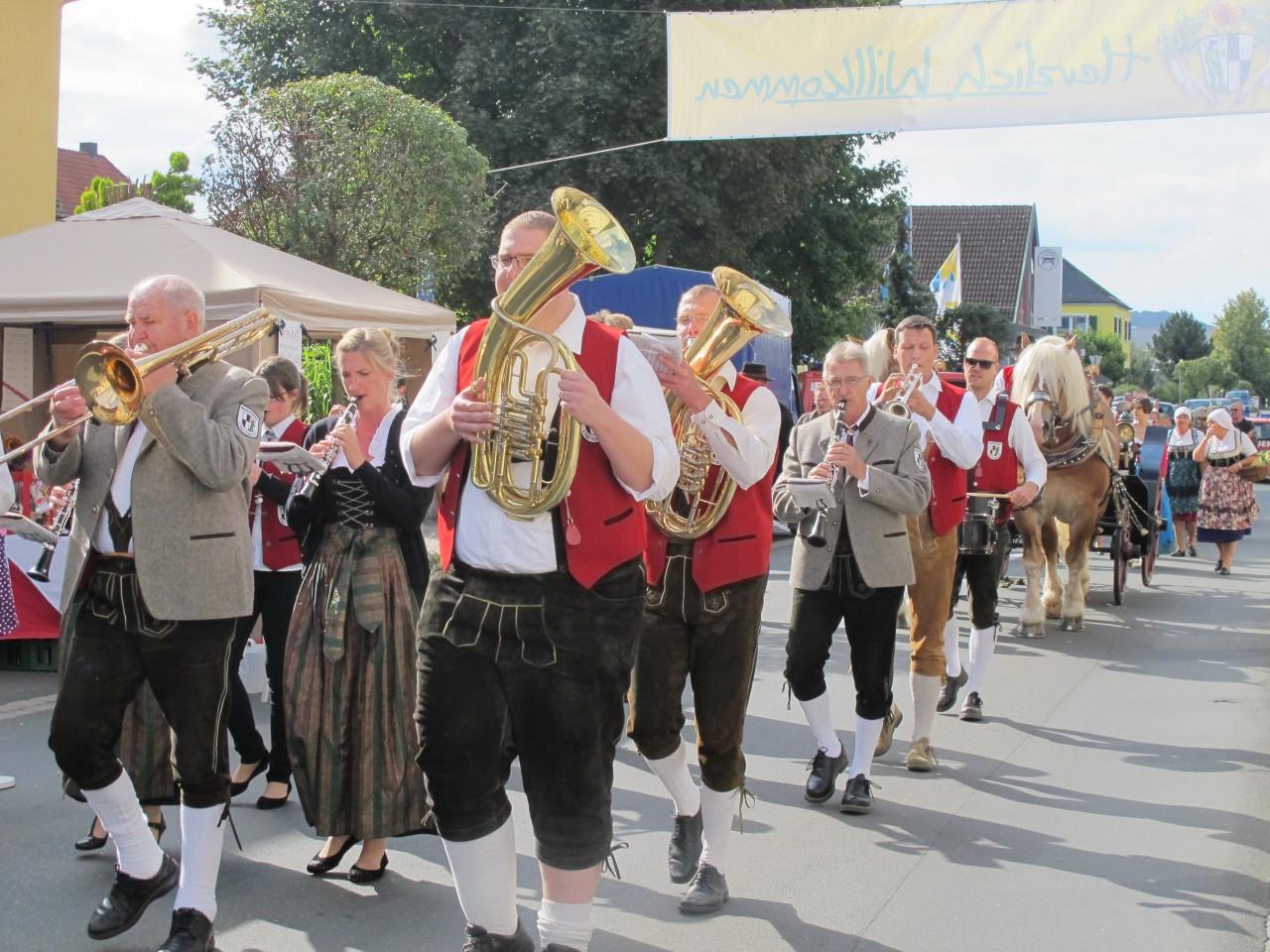 Heimatgefühle: Baiersdorf zeigte sich am Krenmarkt wieder von seiner zünftigen Seite.