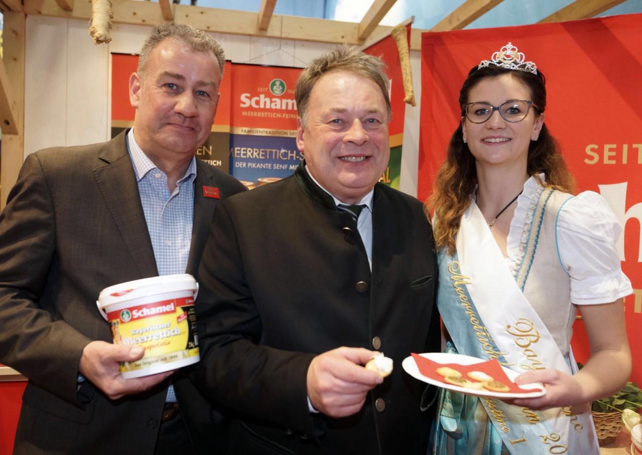 Auch der Bayerische Landwirtschaftsminister Helmut Brunner (CSU) stattete dem Stand der Firma Schamel Meerrettich-Feinkost in Berlin einen Besuch ab.
