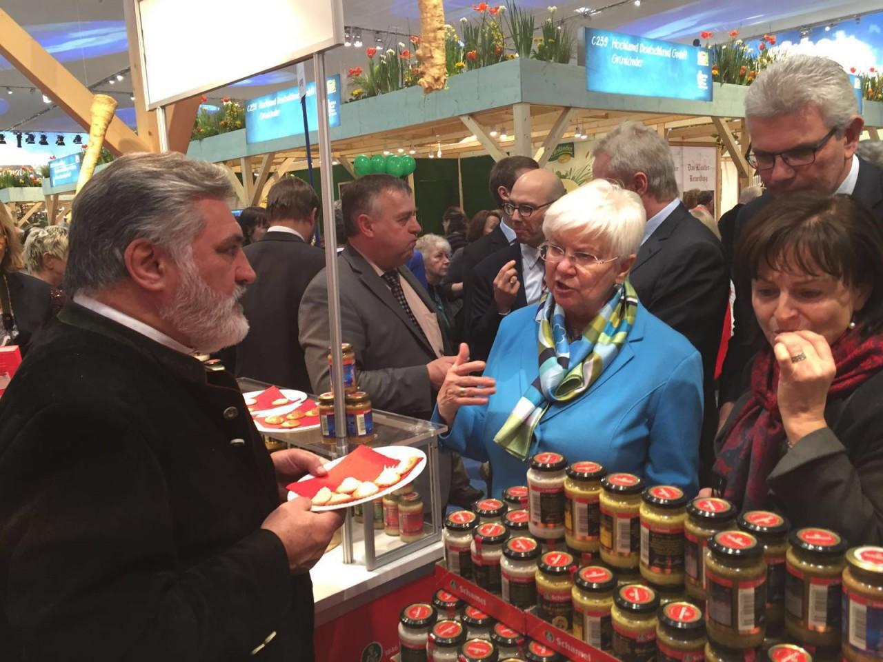 Gerda Hasselfeldt, Vorsitzende der CSU-Landesgruppe im Deutschen Bundestag, im Gespräch mit Hanns-Thomas Schamel.