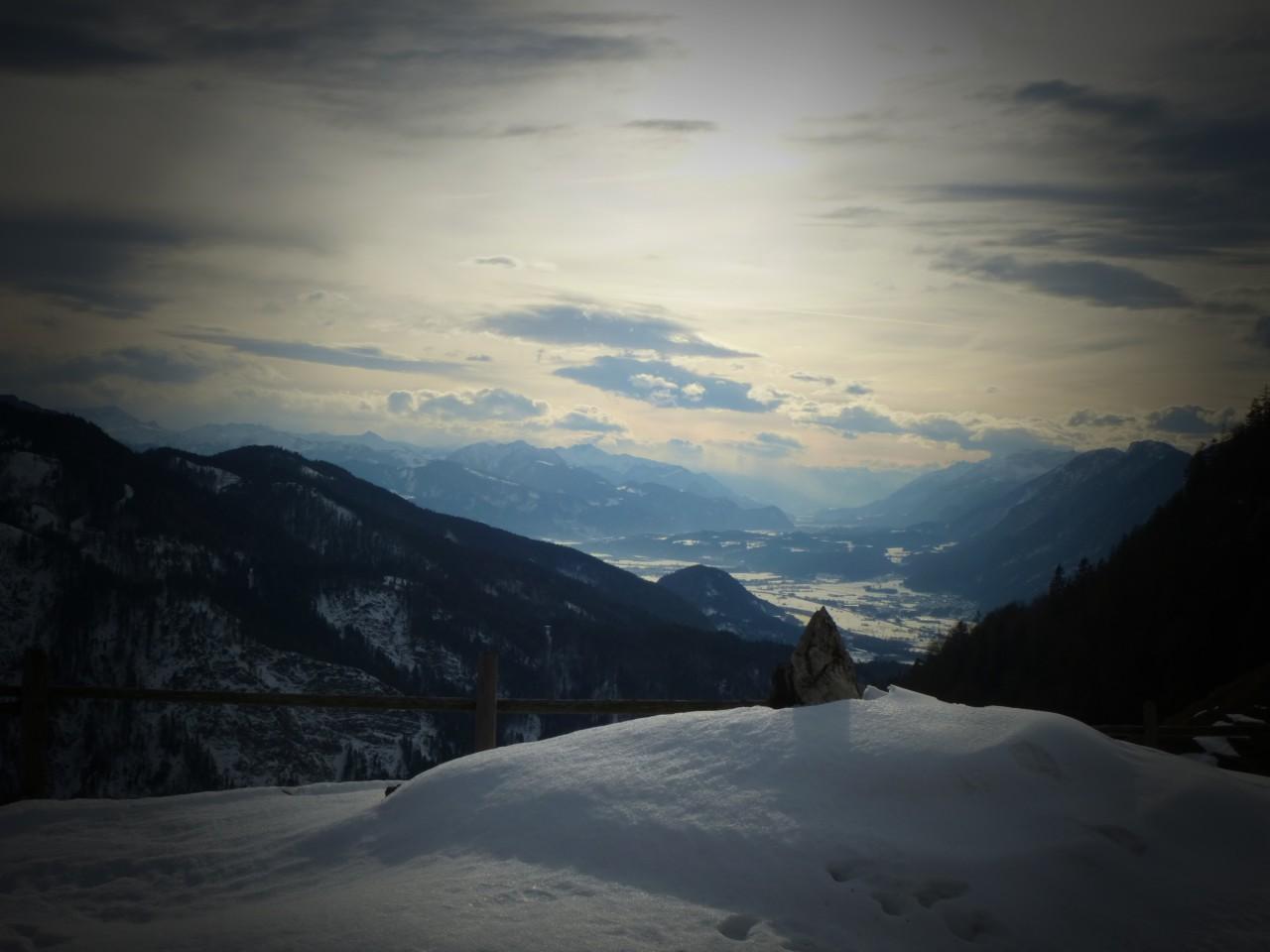 Hüttengaudi mit Talsicht und Schnee so weiß wie Kren.