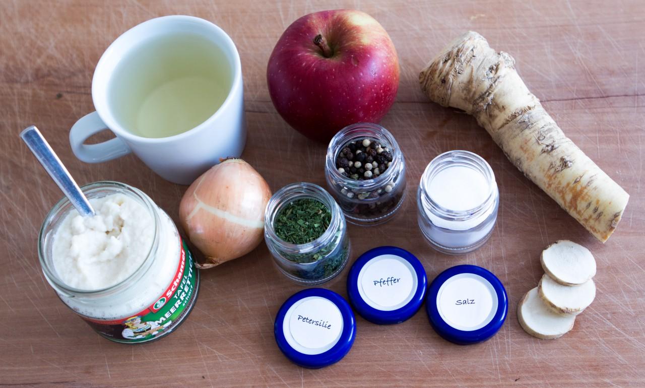 Zutaten: Apfel-Meerrettich-Suppe.