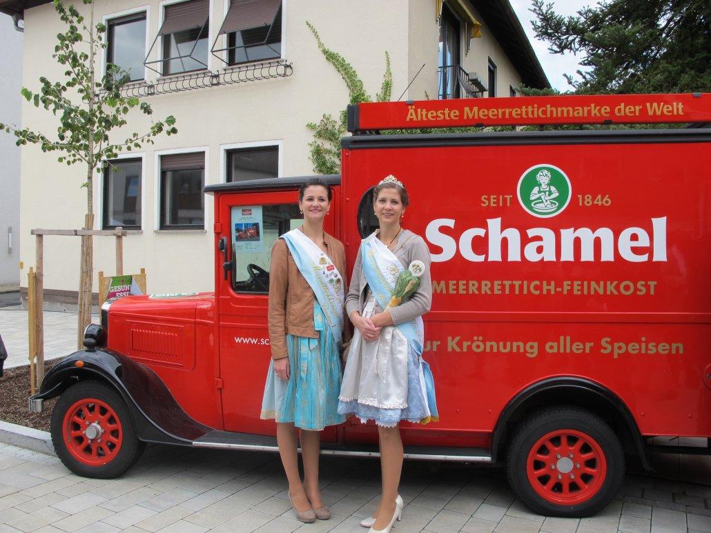 Krenköniginnen beim Meerrettich-Markenführer: Christine I. und Maria I. (C) Stadt Baiersdorf